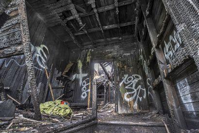 """Yli viisi vuotta rapistuneet Limmin talon palaneet rauniot todennäköisesti puretaan – kaupunginlakimies arvioi, että kohtalo selviää jopa """"ihan pikapuoliin"""""""