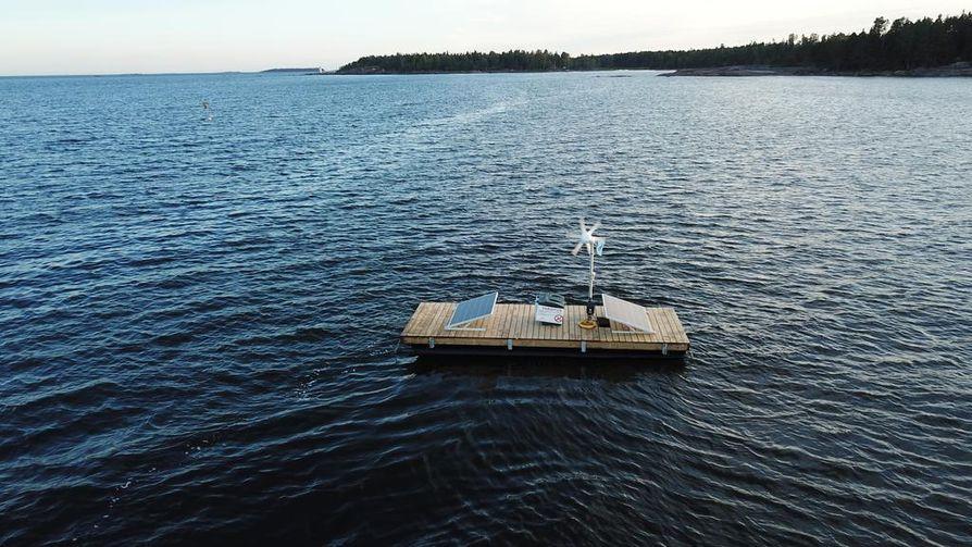 Merelle ponttoonirysien läheisyyteen sijoitettuun tutkimuslaitteistoon kuuluvat kymmenen metriin syvyyteen ankkuroitu hyljekarkotin sekä aurinkopaneelit ja tuuligeneraattori, joista laite saa tarvitsemansa virran. Lisäksi laite on varusteltu 4G-teknologialla, jonka ansiosta sen toimintaa voidaan seurata myös kuivalta maalta.
