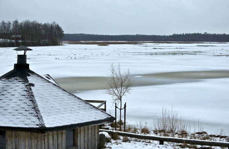 Matalissa järvissä happitilanne heikkenee herkemmin kevättalvella tavallisinakin vuosina. Arkistokuva.
