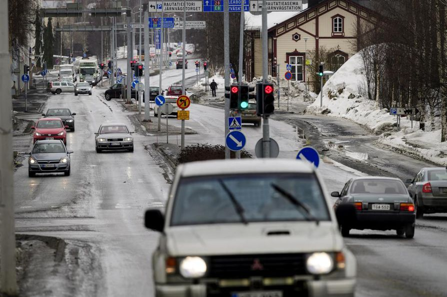 Tutkimuksen mukaan Suomen autokanta on selvästi vähemmän arvokas ja vanhempi kuin vertailumaissa Ruotsissa ja Norjassa. Arkistokuva.