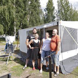 """Pohjois-Norjassa lomaillut oululainen ihastui vuoriin ja kirkkaisiin vesiin, Tromssasta Ouluun matkannut norjalaisporukka pyöräteihin – """"Pyöräreitit ovat täällä mahtavat, oikeastaan kaikkialle pääsee pyörällä"""""""