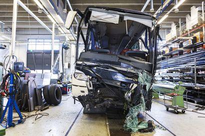 Bussikuskien terveydentilaa pitää seurata yhä paremmin, vaatii Onnettomuustutkintakeskus – Lääkärikoulutuksessakin on parannettavaa Kuopion bussiturman vuoksi