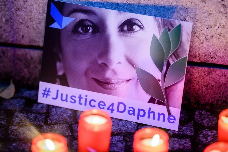 Korruptiota tutkinut toimittaja Daphne Caruana Galizia murhattiin Maltalla lokakuussa 2017. Toimittajat ilman rajoja -järjestö järjesti muistohetken Maltan suurlähetystön edessä Berliinissä viime lokakuussa.