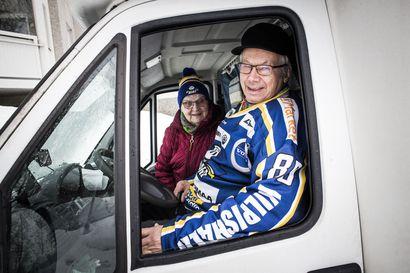 Vaikka Turkuun! – Kun RoKin A-nuoret pelaavat, Erkki ja Lea Örn ovat aina katsomossa