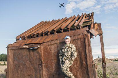 Afganistanissa rauhanturvaajana palvellut oululainen Henry Helakorpi toivoo maan tilanteen pysyvän esillä keskustelussa – Rauhantyötä tehtiin jalkapallo-ottelunkin merkeissä