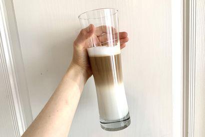 Tee-se-itse: Latte macchiato –Vaikka kahvilaan ei pääse, voit piristää arkeasi erikoiskahvilla, jonka voi helposti tehdä kotona