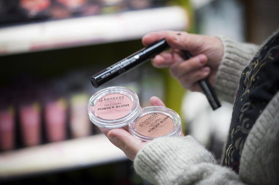 Monet meikit ovat vegaanisia, mutta ripsiväreissä käytetään yleisesti mehiläisvahaa.