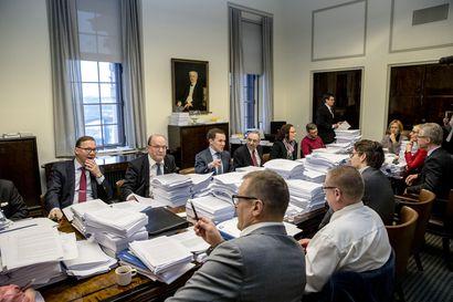 Perustuslakivaliokunnalta nuhteet Sipilän hallituksen sote- ja maakuntauudistuksen tietoja pimittäneelle valtiovarainministeriölle