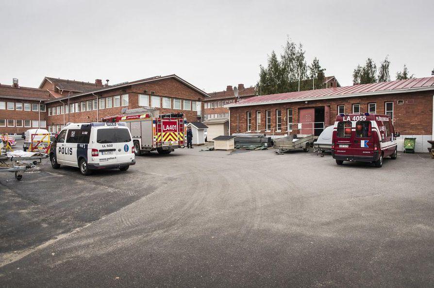 Jokiväylän Lapin koulutuskeskus Redun putkirikko ehti nostaa veden rakennuksessa parin metrin korkeuteen.