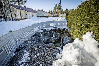 """Oulun Energia purkaa pitkästä pakkasjaksosta johtuvaa kaukolämpöputkiston korjausjonoa –""""Ihmisille tulee kylmä ja suihkusta loppuu lämmin vesi, jos katkaisemme veden kovalla pakasella"""""""