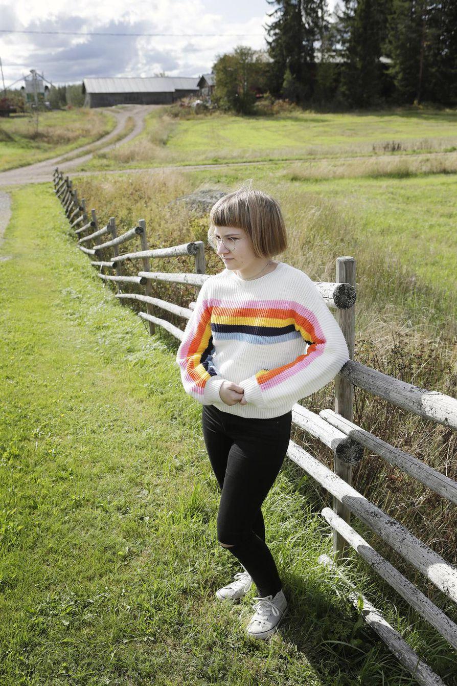 Lapsuudenkodin maalaismaisemassa on Mirva Pohjasen mielestä hyvä toipua.