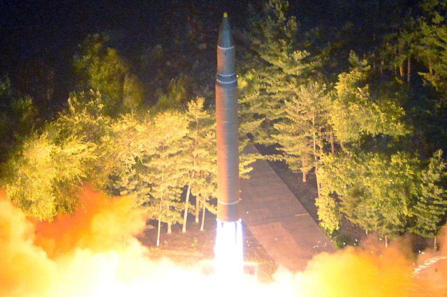 Pohjois-Korea julkaisi syyskuussa kuvan tekemästään ohjuskokeesta.