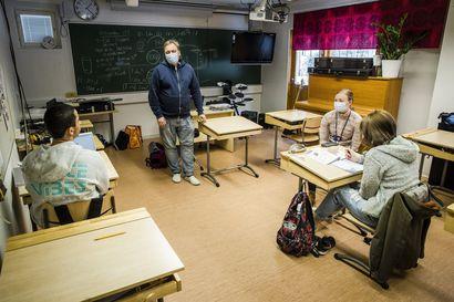 Rovaniemen sairaalakoulu on täpötäysi – Alakouluikäisiä käy koulua yläkoululaisten ryhmässä, ahdinkoa yritetään helpottaa palkkaamalla lisää opettajia