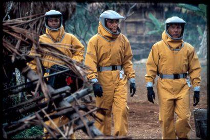 Viruspaniikki iskee vuosikymmenten takaa: jännitysdraamassa apinasta karannut pöpö kaataa amerikkalaisia