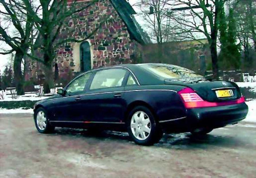 Suuren maailman auto. Maybachin päämarkkinat löytyvät USA:tsa, öljynviejämaista ja vauraista Aasian maista, mutta hyvin auto istuu suomalaiseenkin maisemaan. Vuonna 2003 autoja tehtiin 700 kappaletta. Tehtaan vuosituotantokapasiteetti yltää tarvittaessa tuhanteen autoon.