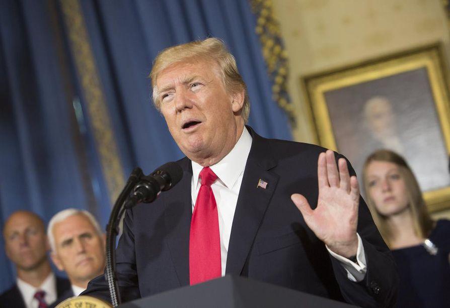 Kohukirja antaa Trumpista kuvan pelkurina ja täysin kykenemättömänä virkaansa.