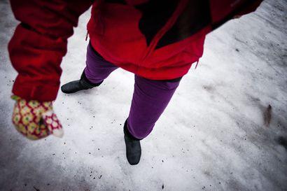 Painajaismainen keli jatkuu Lapissa: Tiet ja jalkakäytävät todella liukkaita