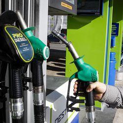 Polttoainevero nousee huomenna – lisälasku keskimääräiselle autoilijalle noin bensatankin verran
