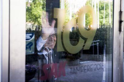 Kokoomus juhlii vaalivoittoa Helsingissä, Tampereella ja Turussa – Menehtyneen miehen äänet ratkaisemassa pormestarikisan Tampereella kokoomuksen eduksi