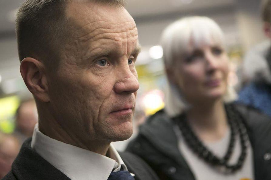 Perussuomalaisten kansanedustaja Mika Niikko sanoo, että Suomessa sananvapautta kaventaa muun muassa Pride-liike. Hänen mukaansa Prideä vastustavat ihmiset leimataan suvaitsemattomiksi.