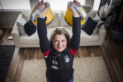 Kuin nostaisi sataan osaan hajotetun henkilöauton osia ilmaan – Kahvakuulaurheilun pentathlonin Suomen mestaruus tuli Kuusamoon