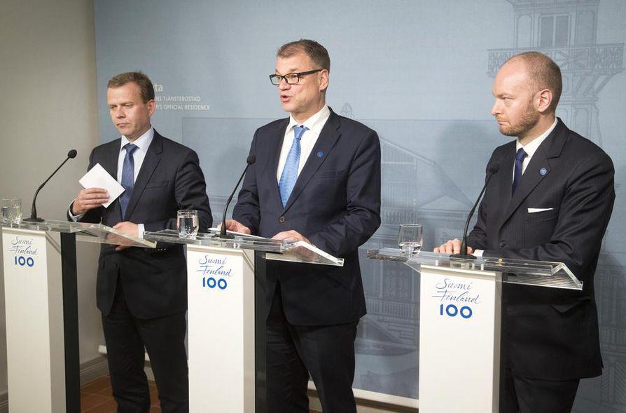 Petteri Orpon, Juha Sipilän ja Sampo Terhon joukoille ei jäänyt kaunoja toisiaan kohtaan, vaikka sote kaatui ja hallitus erosi.