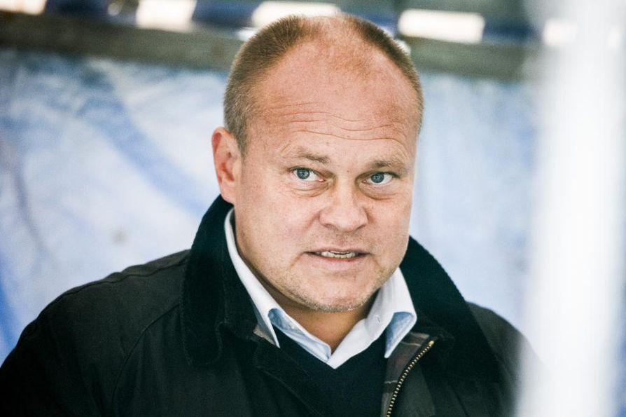 Mixu Paatelainen valmensi Suomen jalkapallomaajoukkuetta vuosina 2011-2015.