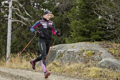 Anita Korva hiihtää varusmiespalveluksen ehdoilla
