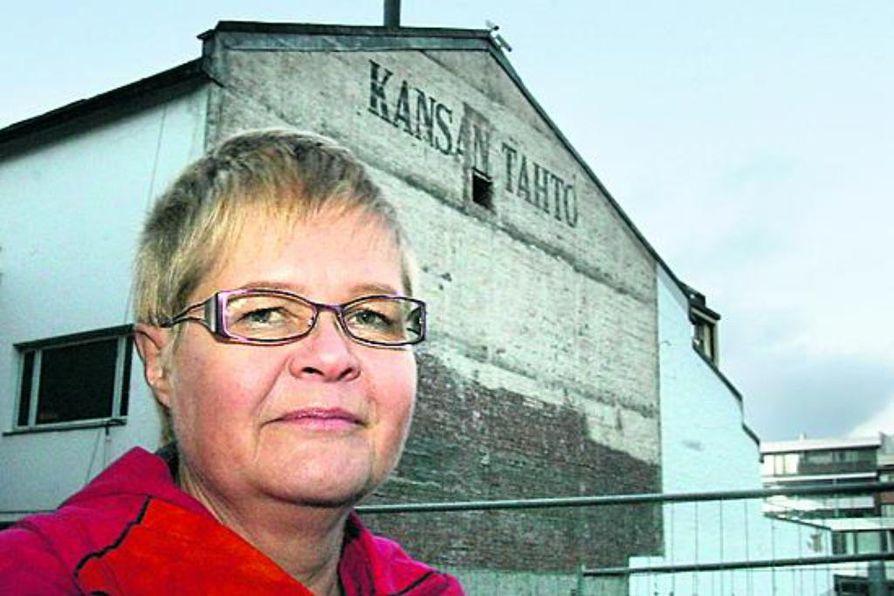 Pauliina Murto-Lehtinen on kerännyt sukunsa vaiheita ja tarinoita talteen.