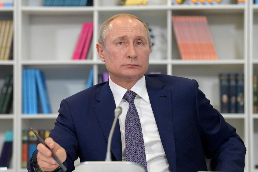 Presidentti Vladimir Putin esitteli Buretvesnik-nimellä tunnetun ohjuksen näyttävästi yhdessä muiden asehankkeiden kanssa viime vuoden keväällä.