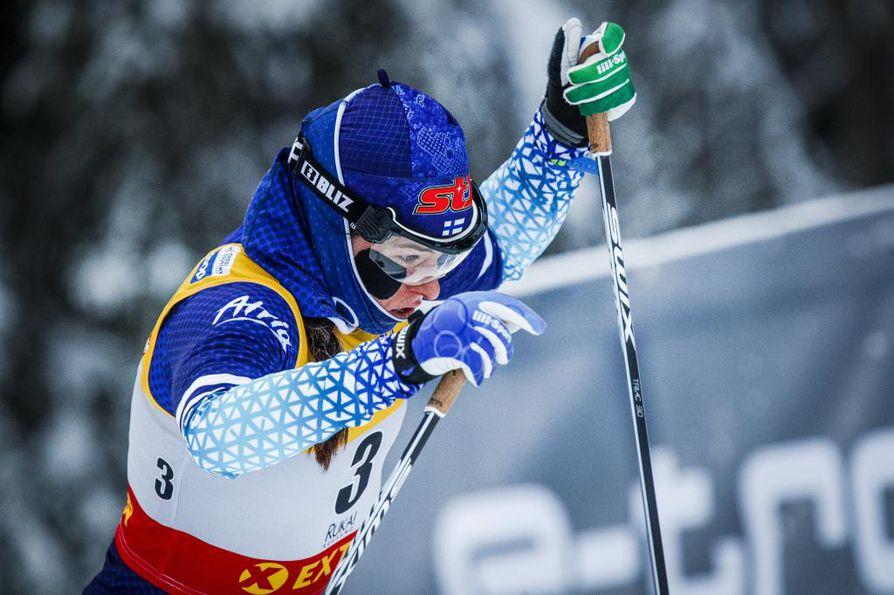 Krista Pärmäkoski pääsi suomalaisista hiihtäjistä parhaaseen vauhtiin maailmancupin yhdistelmäkilpailuissa. Arkistokuva.