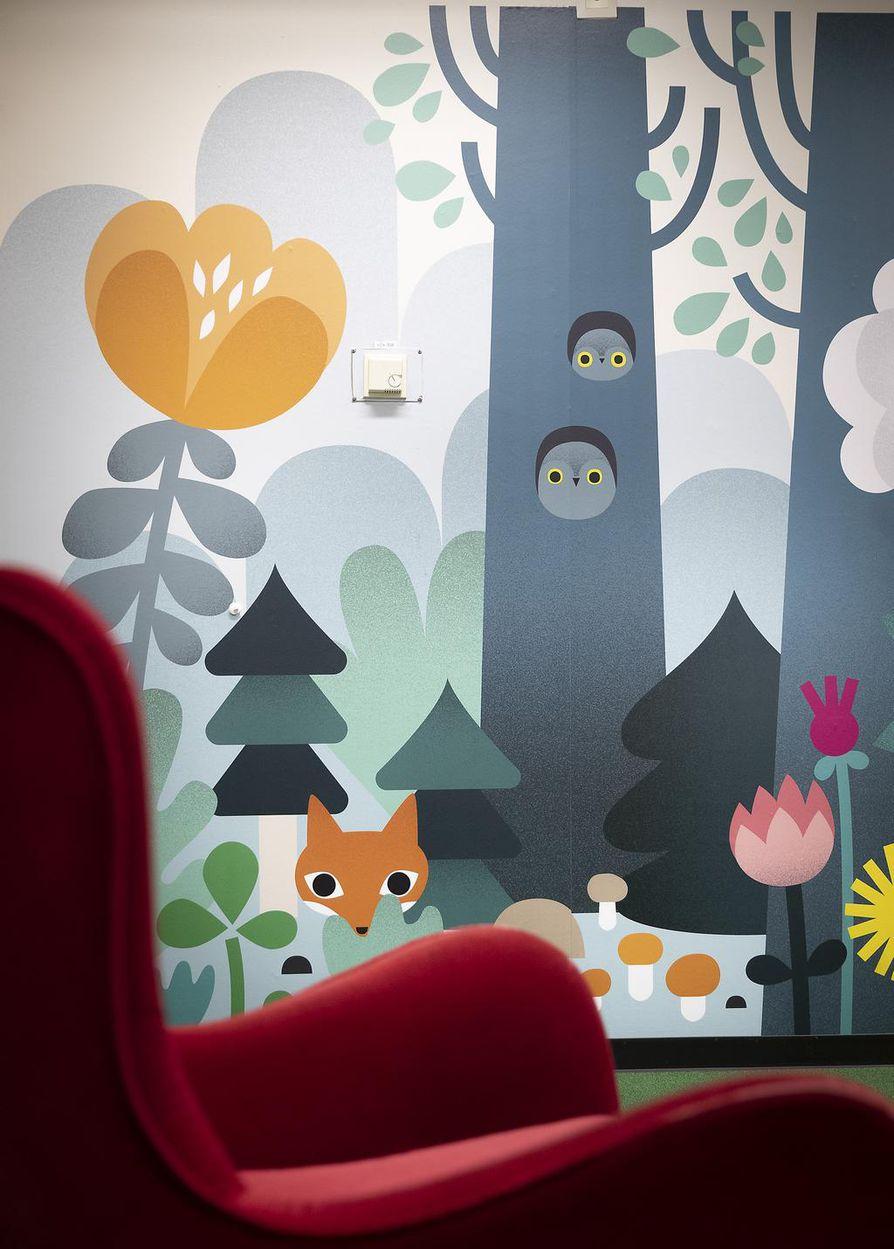 Lastenosaston Satusopen seinämaalaukset ovat kuvittaja Anna-Sofia Vuorisen käsialaa.