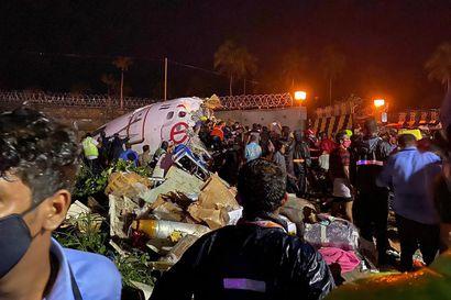 Intiaan matkalla ollut lentokone katkesi – onnettomuudessa useita kuolleita ja loukkaantuneita
