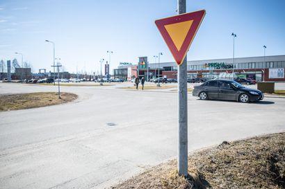 Valkoinen viiva ei juuri lumessa erotu –Pohjois-Suomea ajatellen uudessa tieliikennelaissa ei kaikkea ole huomioitu