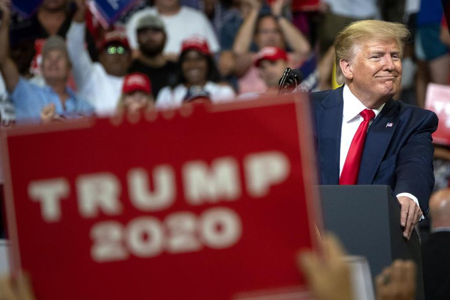 Donald Trump puhui reilun tunnin ajan isolle yleisölle Orlandossa Floridassa.