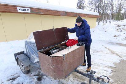 Pasi Ruotsalainen etsii kavereita keittämään koronasoppaa kunnan soppatykillä Ivalossa
