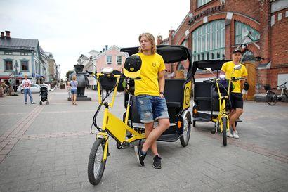 """Riksat tulivat Ouluun jäädäkseen – """"Ensimmäinen kesä on ollut menestys"""", iloitsee nuori pyörätaksiyrittäjä"""