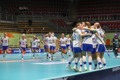 Sitkeä Slovakia piinasi salibandynaisia – Oona Kauppi laukoi viisi maalia voitokkaassa MM-puolivälierässä