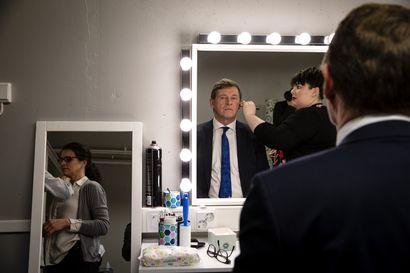 """Revi tästä huumoria – Matti Vanhanen yllättää taas kerran talk show'ssaan: """"Ei tällainen formaatti taitaisi missään muualla mennä edes läpi"""""""