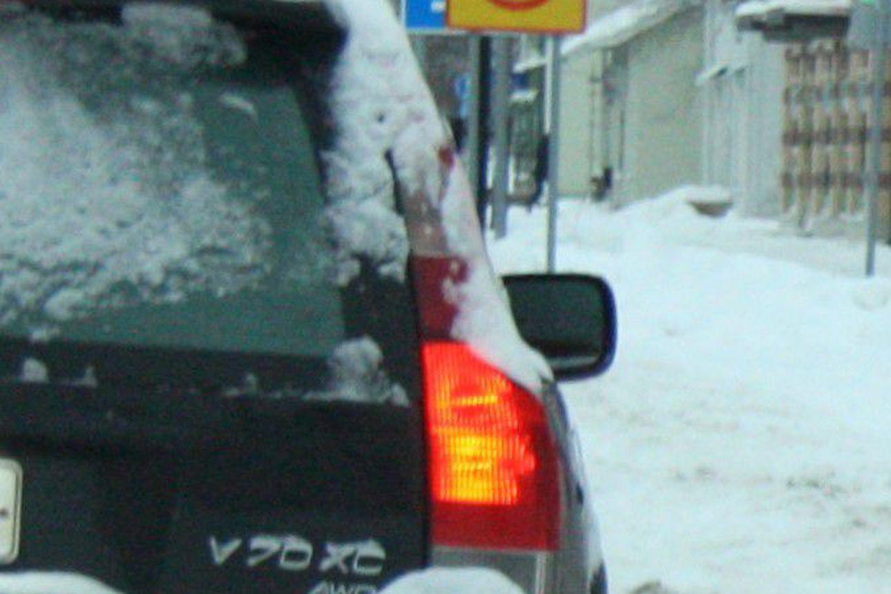Ovatko autosi ajovalot kunnossa? Valojen kunto ja toiminta on tarkistettava aika ajoin
