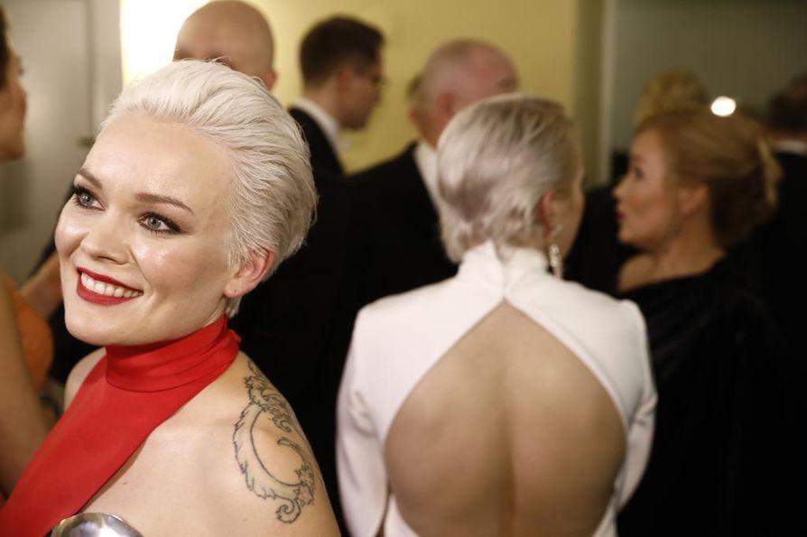 Anna Puu nautti Linnan juhlien ilmapiiristä.
