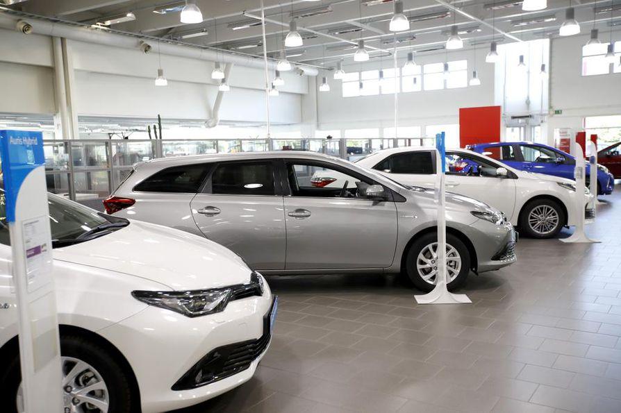 Autoja ostetaan aiempaa enemmän osamaksulla.