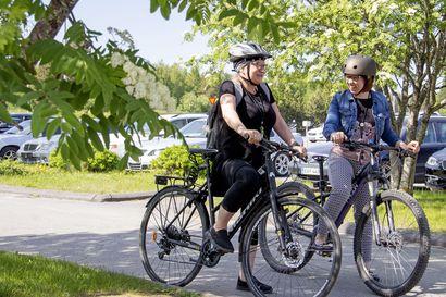 """Kempele Akatemian työntekijät ovat säästäneet pyöräilemällä polttoainetta tähän mennessä 365 litraa: """"Pyöräilemällä pääsee lujempaa ja on perillä nopeammin"""""""