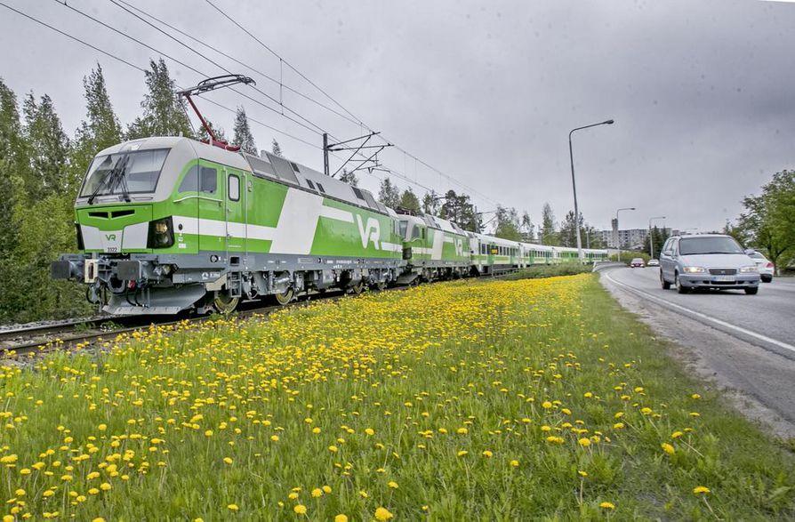 Oulusta pohjoiseen suuntasi kaksi Vectron-veturia. Toinen siirrettiin Rovaniemelle tavaraliikennettä varten.