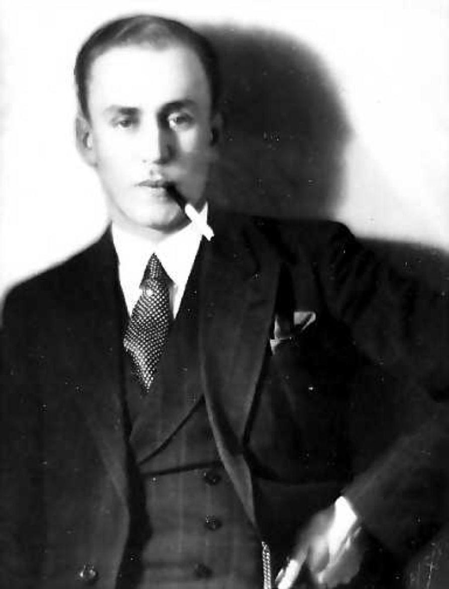 """Olavi Paavolainen (1903-1964), """"liian sivistynyt"""" mies, ei pannut julkisuutta pahakseen, ja levottomuuden herättämistä hän piti tehtävänään."""