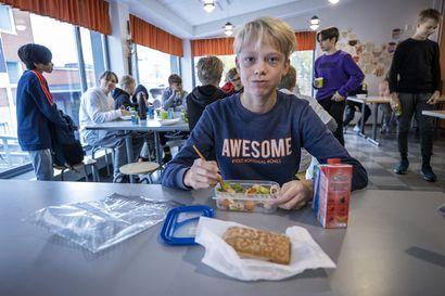 """Rehtori penkoi oppilaille evästä lakkopäivänä koulun keittiön varastoista –""""Kukaan ei ole jäänyt ilman"""""""