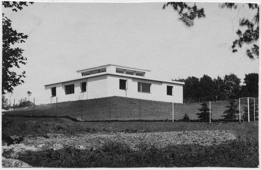 Vuonna 1923 Weimariin valmistunut Haus am Horn oli ensimmäinen Bauhaus-oppien mukaan rakennettu talo.