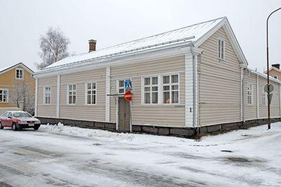 Jouluikkuna 20: Swanljungin talossa pyöritettiin laivanselvitysfirmaa ja matkatoimistoa