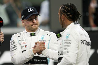 Hamilton paalulta F1-kauden päätöskilpailuun – aika-ajon kakkonen Bottas aikoo taistella hänniltä