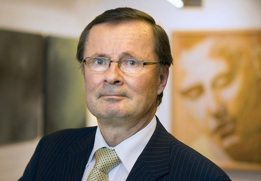 Rehtori Lauri Lajusen nimeä ei ole hakijoiden nimilistalla.
